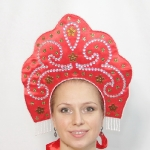 Кокошник красный с вышивкой